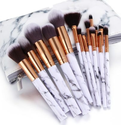STEPS ON HOW TO CLEAN YOUR MAKEUP BRUSHES.