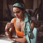 5 ways to Style a Vintage Scarf